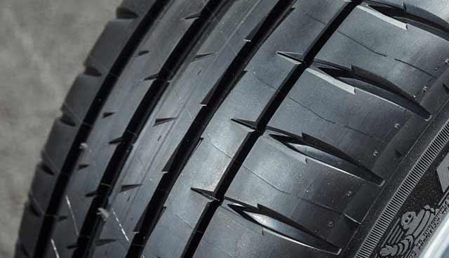 Michelin Pilot Sport 4 275/35R19 100Y (run-flat)