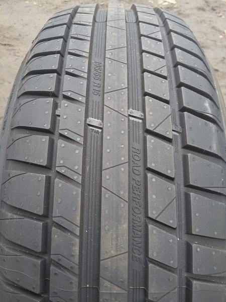 Kormoran Road Performance 215/55R16 97H